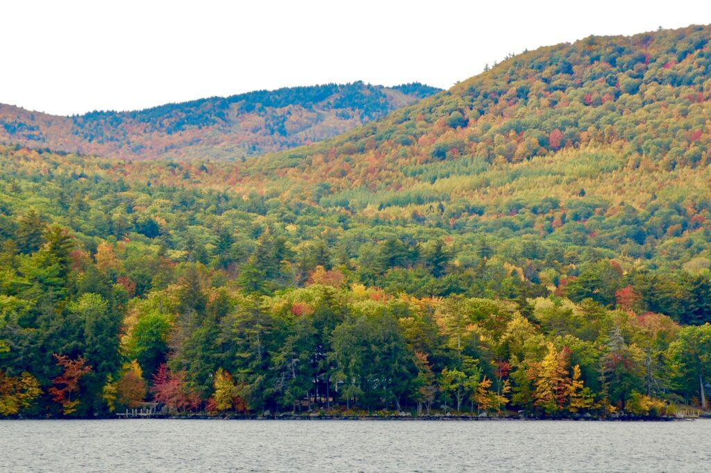 fall foliage on Lake Winnipesaukee