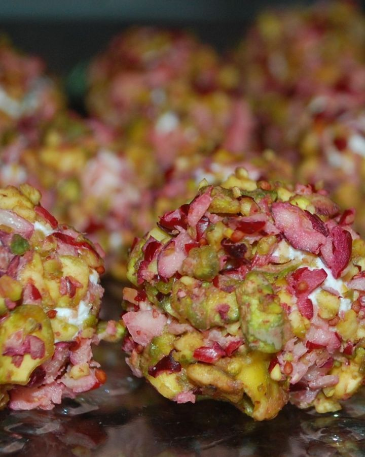 mini cheeseballs coated in chopped cranberries and pistachios